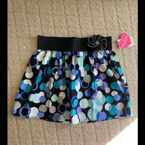 NWT: juniors skirt with removable flower pin